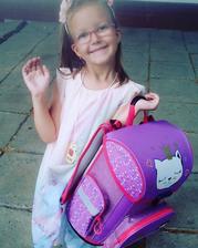 prvý deň v škole 3. september 2018 - Xenky už to má za sebou - v taške prvé domáce úlohy