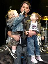 Chris Cornell ( Soundgarden ) - Toni ( * 2004 ), Christopher ( * 2005 )