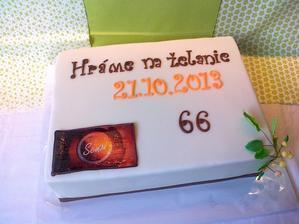 Narodeninova torta, coko korpus, pribinacikova plnka s gastanmi a visne, logo- jedla oblatka.