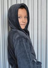 991547c7dbd4 Tmavosivý župan pre deti s kapucňou