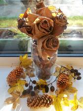 moje ruze z jesenneho listia - aj pri tejto aktivite sa da zapojit deti....do zbierania listov...a to budu cucat az uvidia co maminka vycari