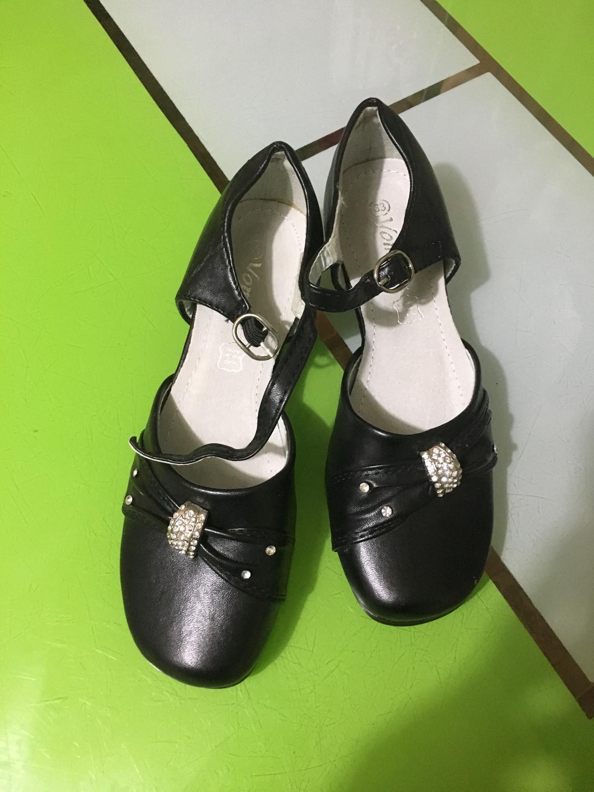 6730bc29568b0 Dievčenské spoločenské topánky , 33 - 5,50 € od predávajúcej shimmyel |  Detský bazár | ModryKonik.sk