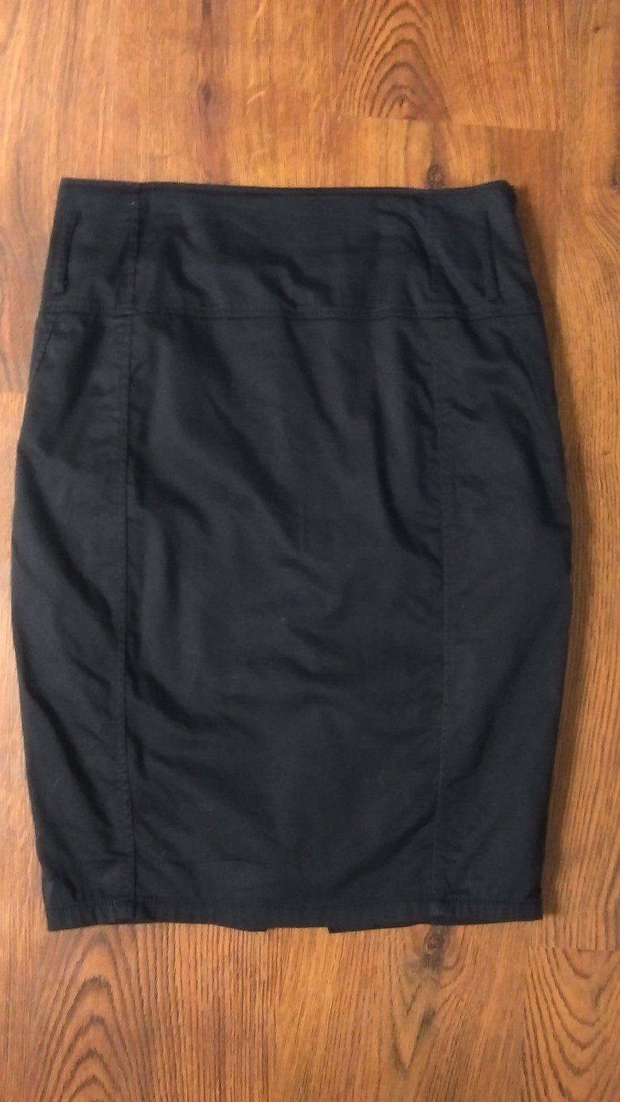2838b5a11653 Čierna podšitá sukňa