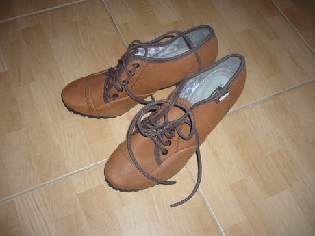 dfc3e40a7327 Jesenné športovo elegantné topánky na opatku