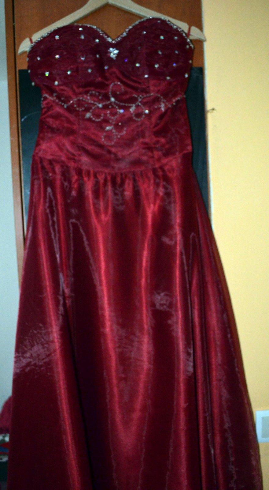 d56b7a9d9520 Spoločenské šaty raz oblečené vzadu zo stuhou