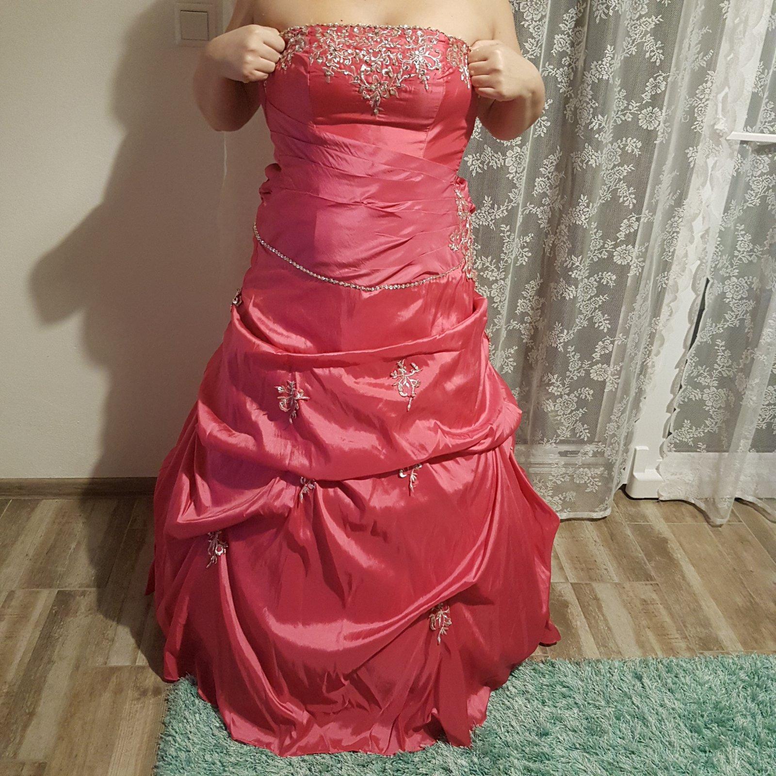 Spoločenské-plesové šaty 77a6fbb906