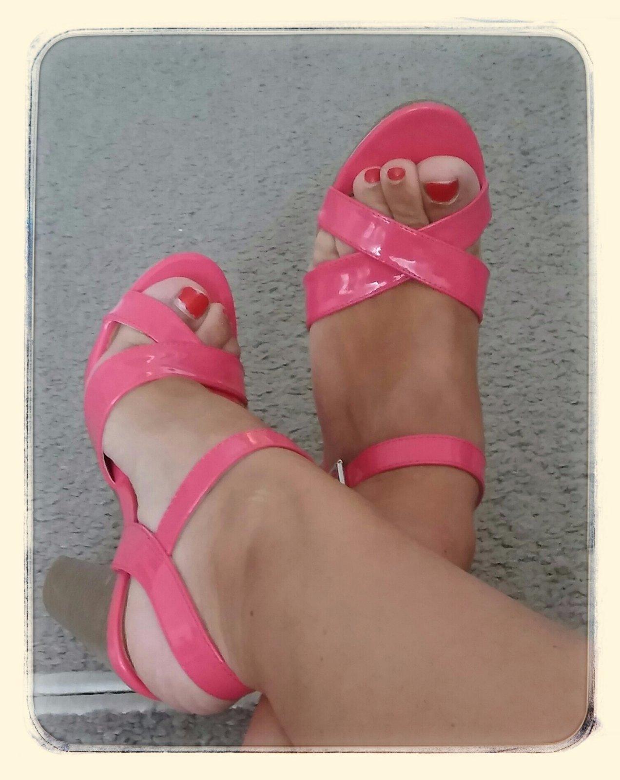 123ea233c988 Prekrasne cyklamenove sandale