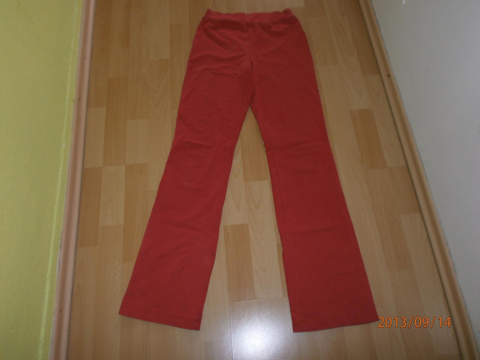 65074c0cbac červené tepláky