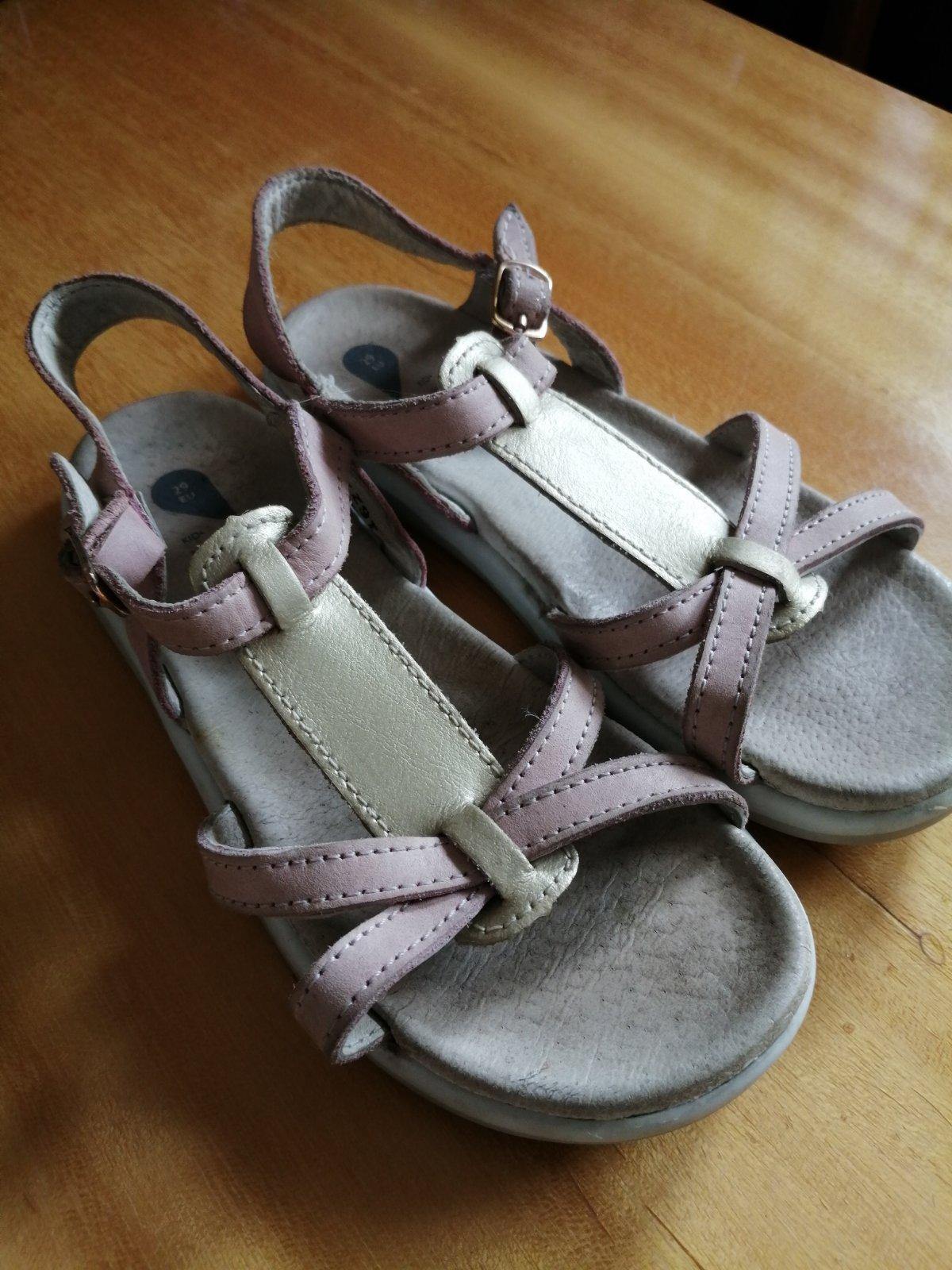 12433c22b223 5 inzerátov • 38 hodnotení. Dievčenské kožené sandále pink ...