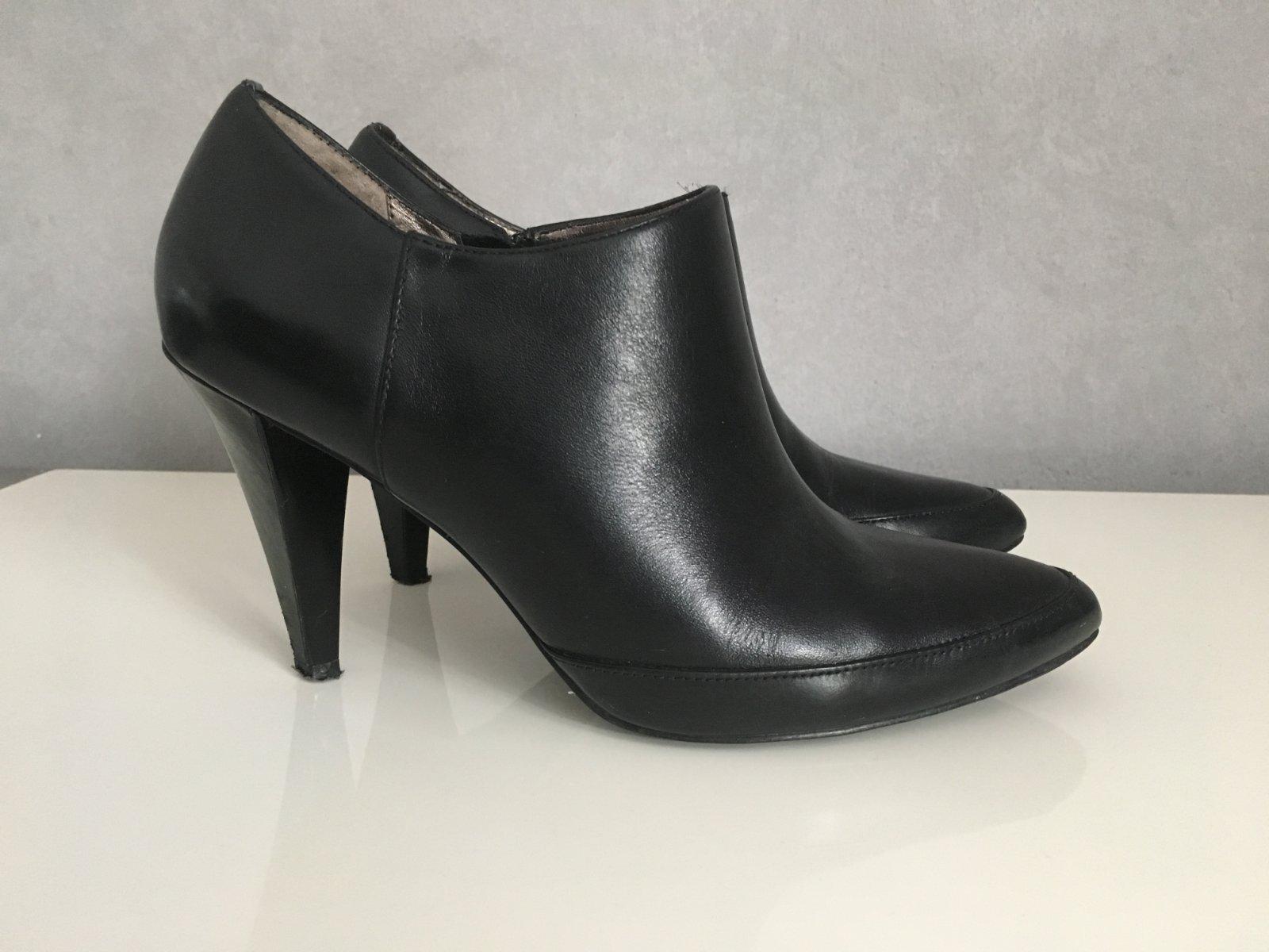 Zobraz celé podmienky. Členkové kožené topánky značky baťa ... aef2ecaa365
