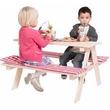 Drevený piknik stolík,