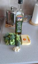 1.den a 9.den - obed, 6.den a 14.den - vecera, brokolica, cesnak, olej, 30% tvrdy syr