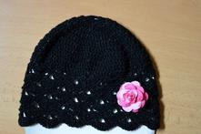 Háčkovaná čiapočka s kvetom, <50 - 158