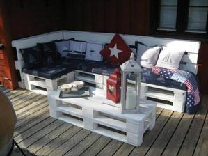 http://www.recyclart.org/2013/03/make-an-outdoor-pallet-sofa/