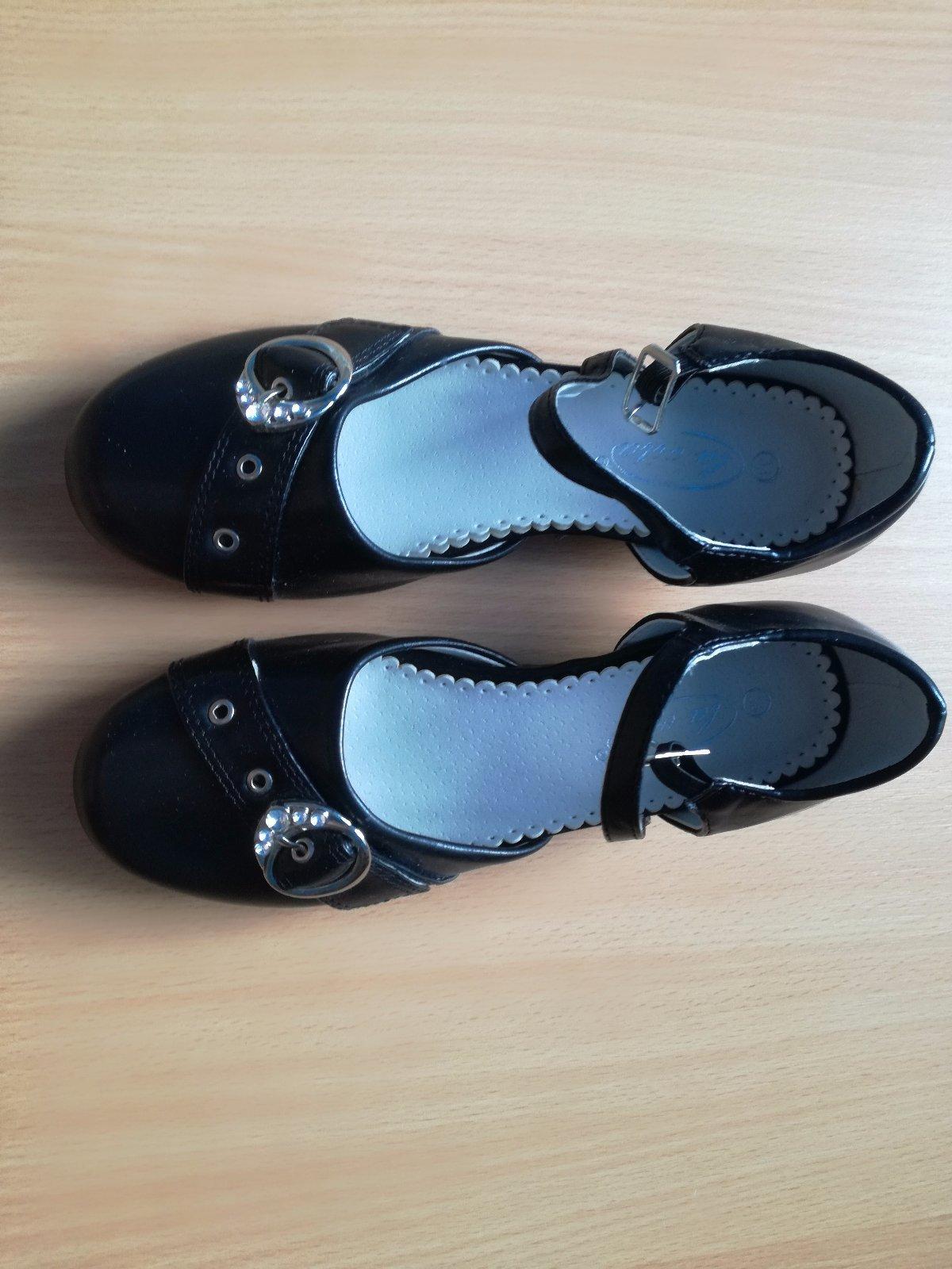 12ec3dc25fd8a Dievčenské spoločenské topánky, john garfield,33 - 7 € od predávajúcej  margiano | Detský bazár | ModryKonik.sk
