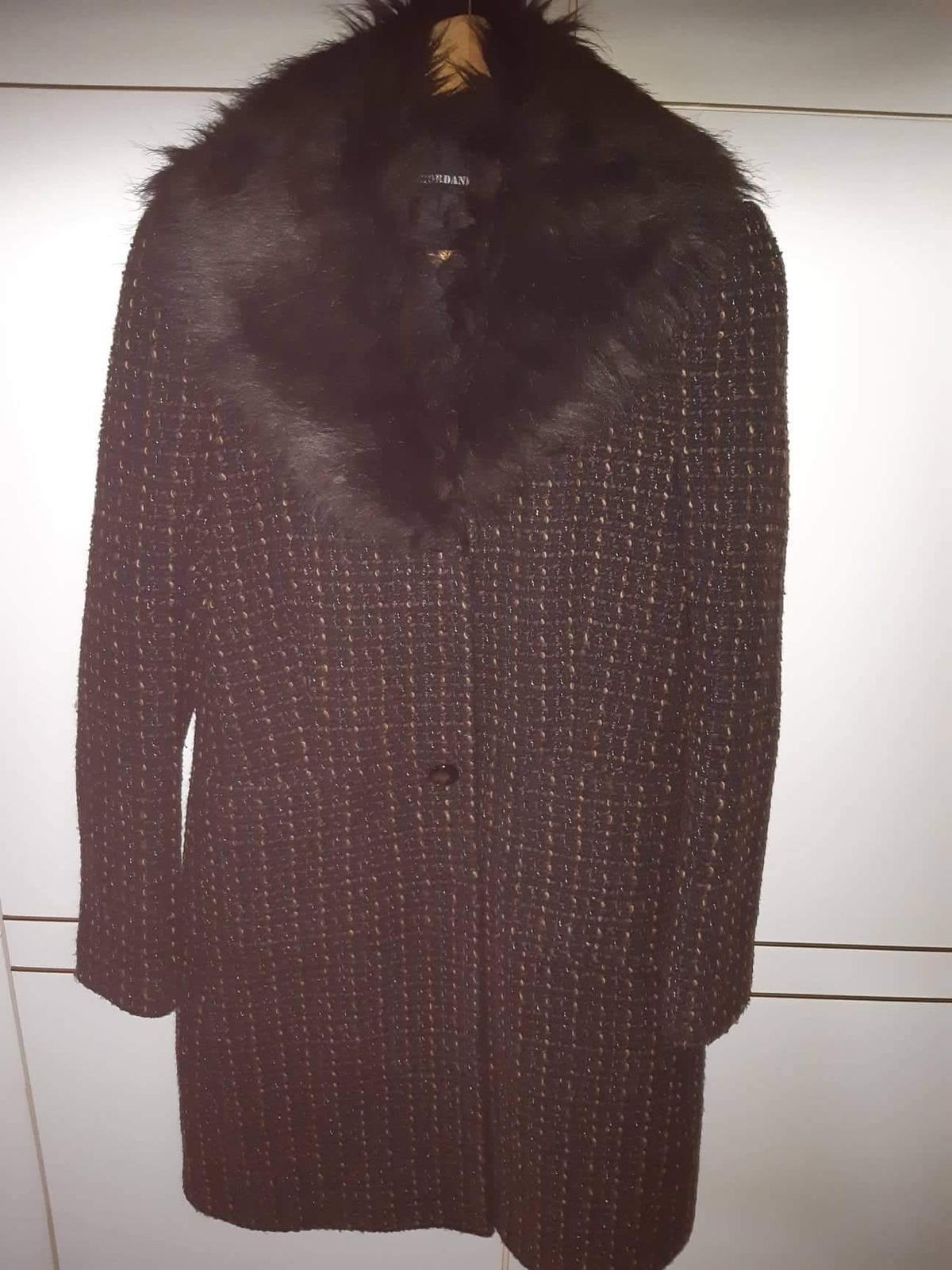 Damsky elegantny kabat na zimu 8df01efc95a