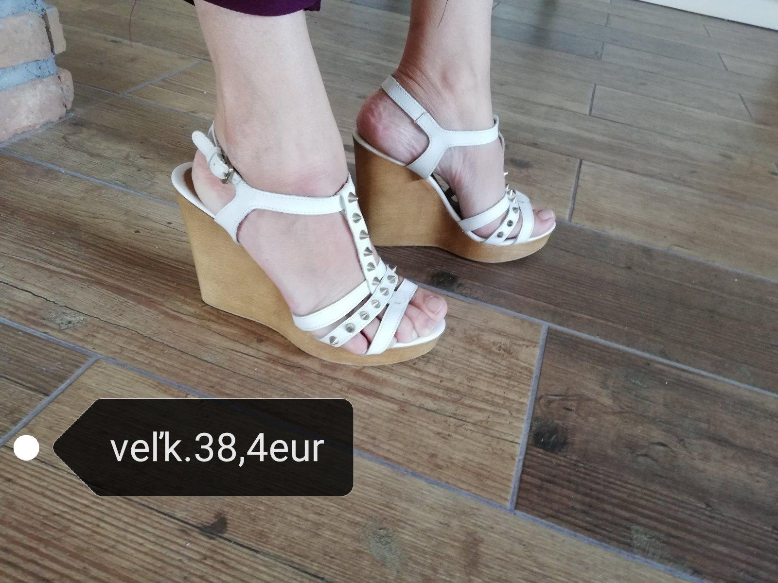 6c4ed72bbe6b3 Biele sandále na platforme, 38 - 4 € od predávajúcej anitabr | Detský bazár  | ModryKonik.sk