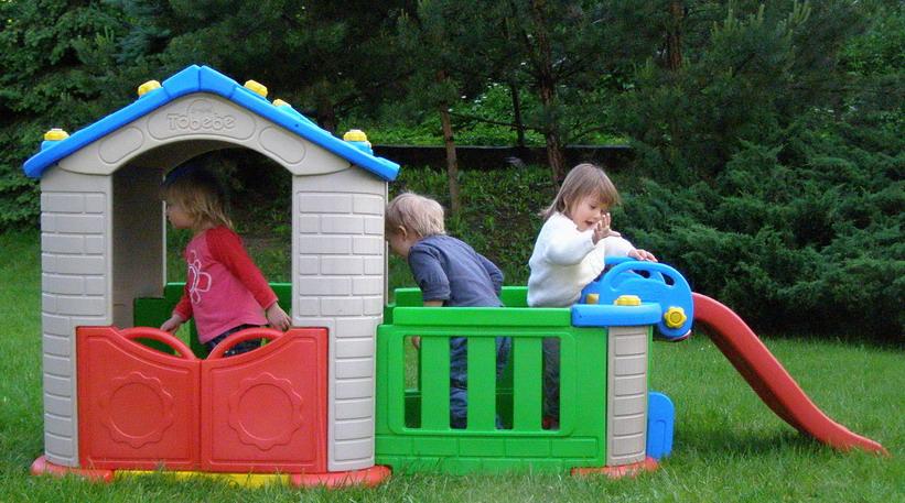 5f766dff10f2 Záhradný domček pre deti + šmýklavka 2v1