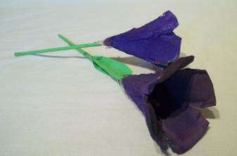 nase kyticky z obalov na vajicka - a bude ich viac -cela kytica