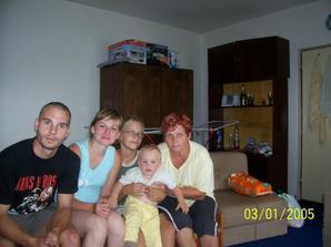 a tu sme vsetci..mama, tato, ja, starka a moj bratranec Jarko