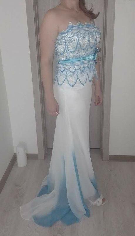 3d22b326ecf3 Spoločenské šaty bielo-modré s vlečkou vel. 38