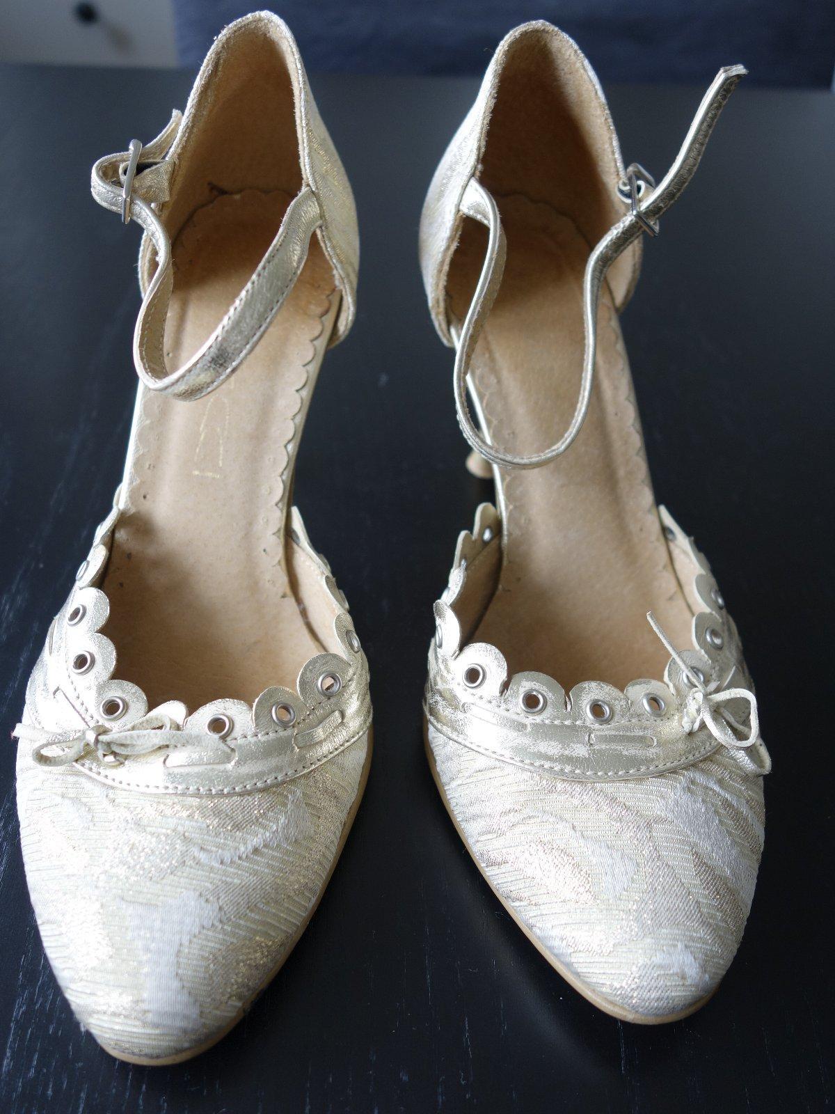 8a9a7c9b386f Predám zlaté topánky na opätku