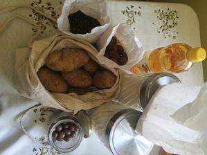 Ocot(povodná flasa ,ale capovaný,muka hladka pšeničná,manitoba,kava,kokosky,oriešky v čokoláde ,puer na pranie a odtoky ,zemiaky z trhu) dnešný nákup hotový ❤