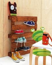 http://palletfurniturediy.com/pallet-racks/diy-pallet-shoe-racks-for-your-storage/