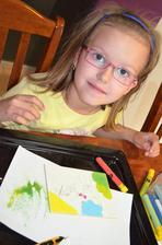 Xenky maľuje z pieskom, ktorý jej kúpil Jurko v Evanjelickej škole v PO - 2019´