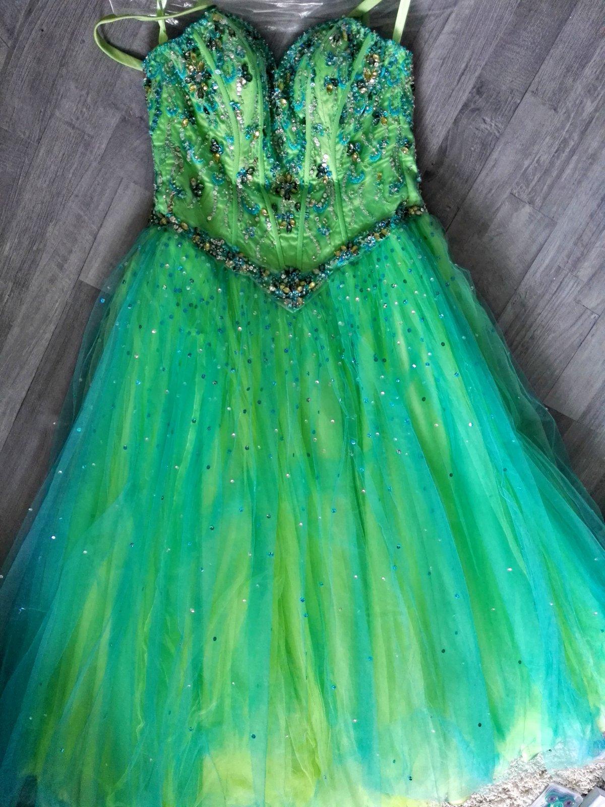 8a05474fda80 Spoločenské šaty s-m
