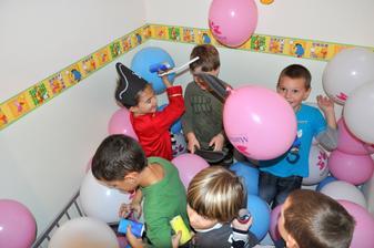 Inde mávajú len guličky, my máme balóny! :)