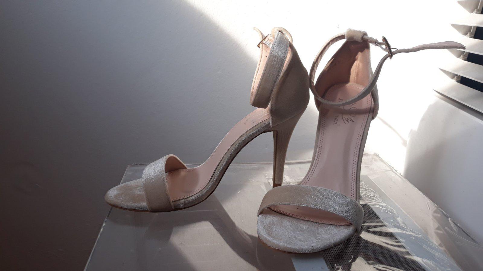 fabbe1563c406 Semišové sandálky, 37 - 15 € od predávajúcej 254ronika199 | Detský bazár |  ModryKonik.sk