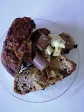 Banánový chlebík, pistaciove maslo s bielou coko a proteinova čokoláda