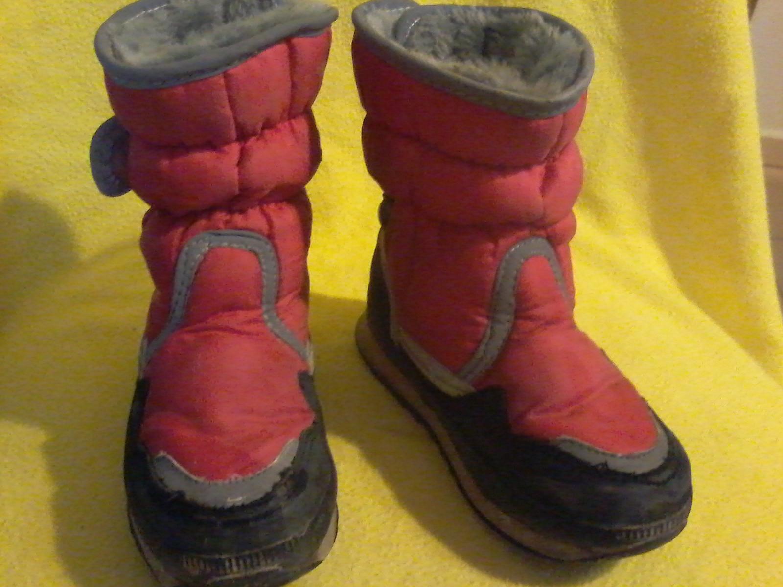 9c844c2297354 Zimné topánky vyteplené snehule do snehu 27, 27 - 4 € od predávajúcej  monikatimka | Detský bazár | ModryKonik.sk