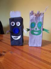 Mr. Black a Mr. Noviny - clenovia rodinky Monsters - vyuzitie skatul od dzusov, vrchnacikov, atd