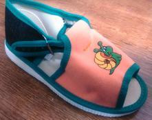 Akcia - sandálkové papučky s výšivkou slimáčika, s´botex,25