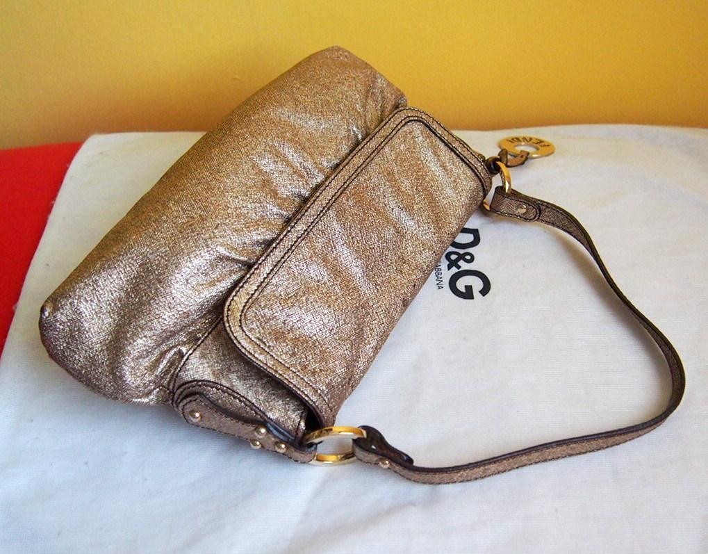 bb63209905 Zľava fendi zlatá kožená kabelka s príveskom