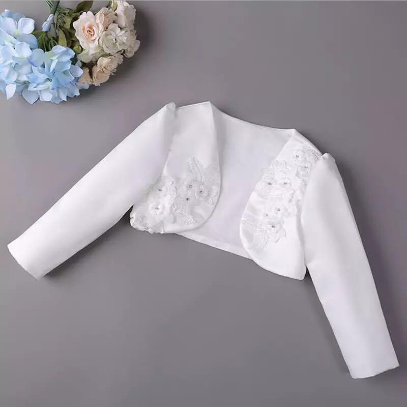 fbc5ac8139ef Saténové dievčenské bolerko kvety - biele
