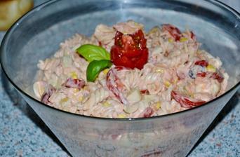 cestovinovy salat s tuniakom a zeleninkou :))