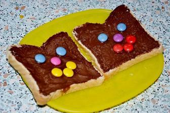 sofinka chcela na veceru po mozzarelovych gulickach ... ktore dava so zeleznou pravidelnouskou..este chlebik s cokoladkou :)))..tak som musela spravit obidvom... :))