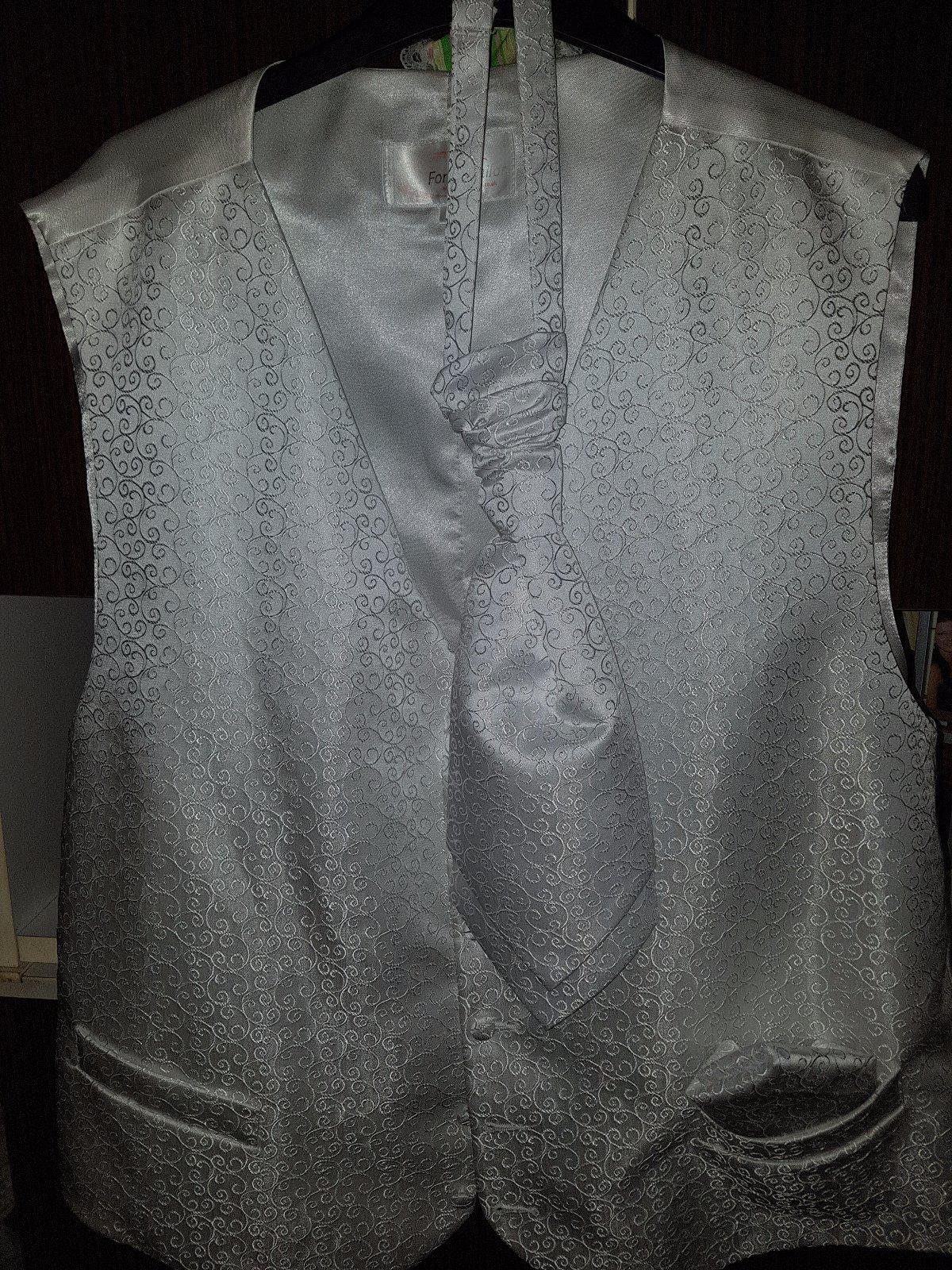 a6e0a0a2b Svadobna vesta+kravata+ozdobna vreckovka, 48 - 10 € od predávajúcej  adita242 | Detský bazár | ModryKonik.sk