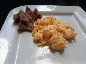 Prazenicka na masle a kvaskovy chlebik
