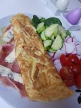Obed do práce:omeleta z dvoch vajec,šunka,syr a zeleninka