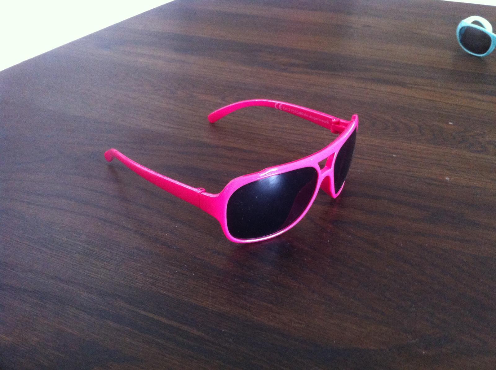 8db1dc98e Ružové okuliare, - 2 € od predávajúcej ppsstt | Detský bazár | ModryKonik.sk