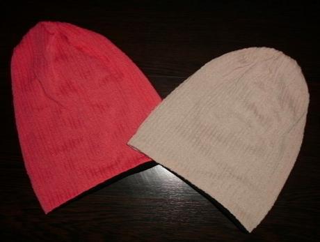e439704df 2 značkové čiapky pre maminu alebo slečnu, - 3,80 € od predávajúcej  mamakonzultantka | Detský bazár | ModryKonik.sk