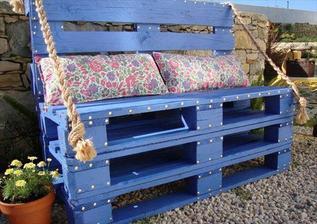 http://thewhoot.com.au/media/slider/diy-magic-storage-pallet-sofa