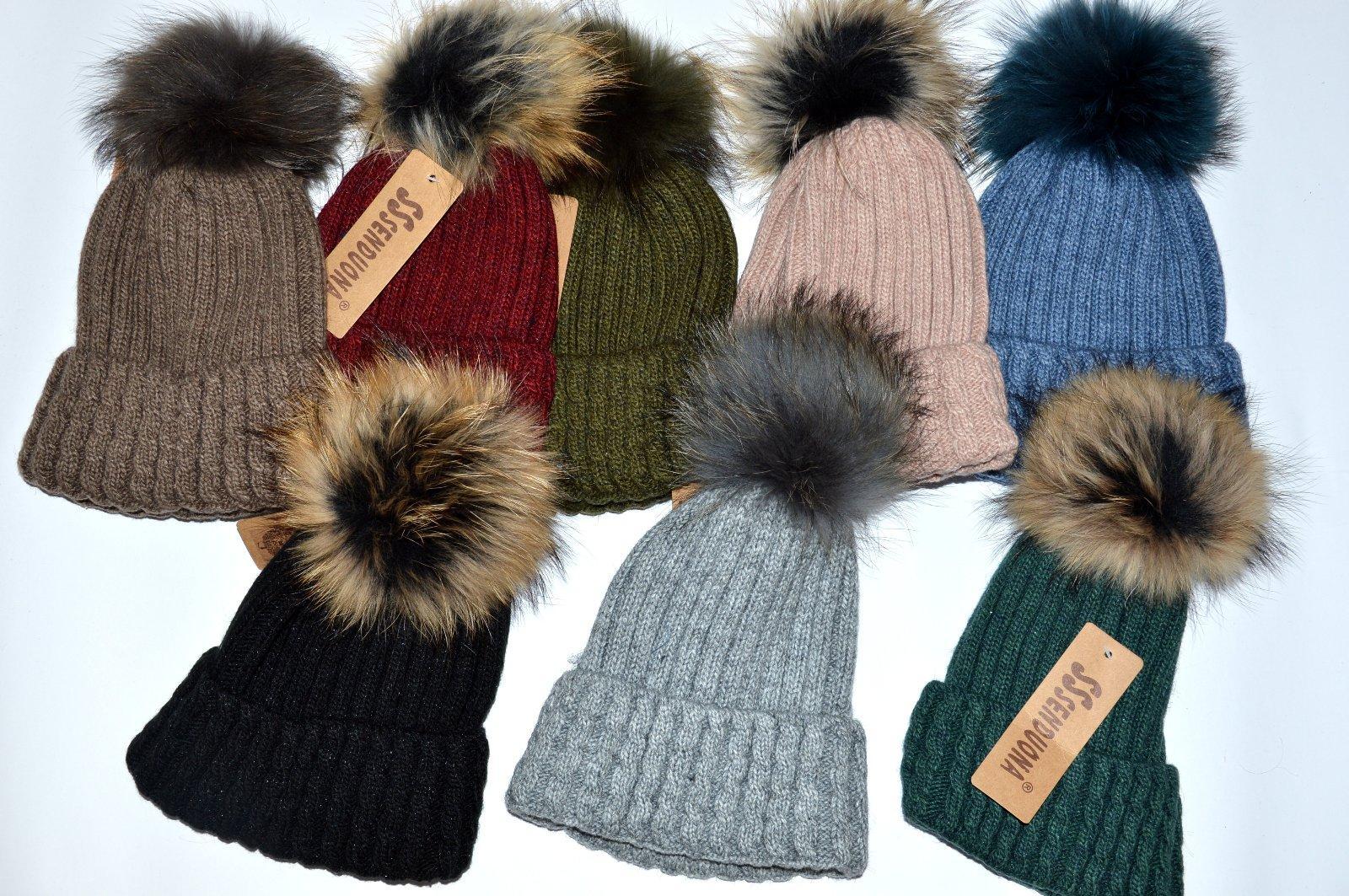 b772486dc Dámska čiapka s brmbolcom, l - xxxl - 11,50 € od predávajúcej topbabybutik  | Detský bazár | ModryKonik.sk
