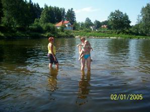 takto sme sa clupkali v Benesove na jareze...voda bola studena, ale neva :)