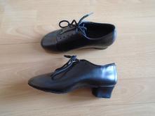 Tanečné topánky, 32