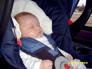 takto spim v aute